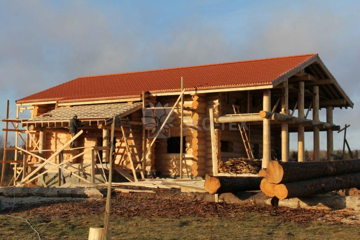 Сборка дома из оцилиндрованного бревна