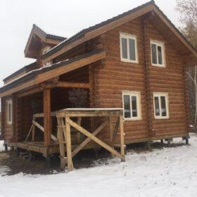 Фото дома и бани из оцилиндрованного бревна