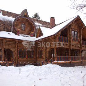Фото строительство деревянных домов из бревен большого диаметра